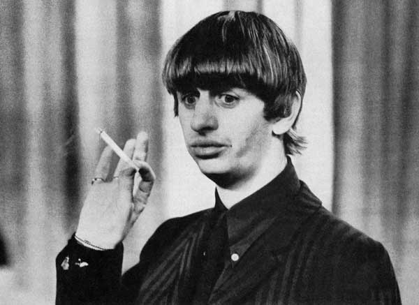 Ringo-Starr-smoking